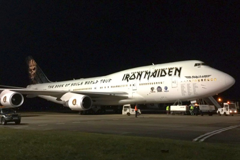 ed-force-one-boeing-747-400-tf-aak-iron-maiden-01