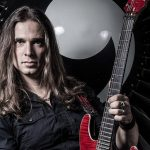 "Kiko Loureiro lança novo single ""Overflow"""