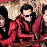 "Green Day lança novo álbum ""Father of All…"""